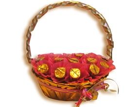 L002.7 Подарочная корзина букет из конфет Праздник, праздник
