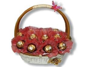 L002.8 Подарочная корзина букет из конфет Искушение