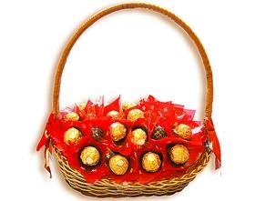 L002.1 Подарочная корзина букет из конфет Страсть