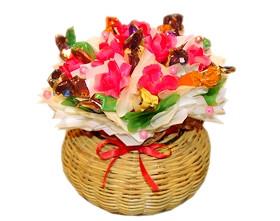 L002.28 Праздничный букет из конфет «Цветочная полянка»