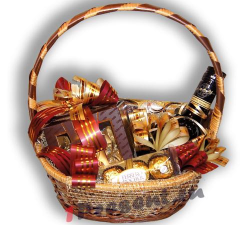 Подарочные корзины с конфетами и чаем и мы не
